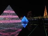 水面に映った光のピラミッド3