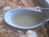 永華のラーメンのスープ