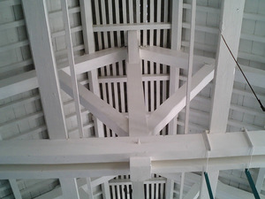 世界遺産 富岡製糸場 繰糸場場内の天井とトラス