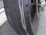 摩耗したリアタイヤ右側2