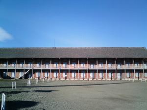 世界遺産 富岡製糸場 赤レンガ造の東繭倉庫の長大な外観