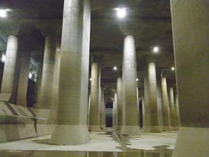 首都圏外郭放水路庄和排水機場 地底探検ミュージアム龍Q館 地下回廊巨大列柱1