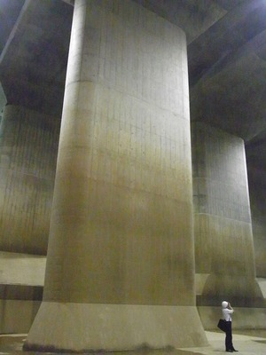 首都圏外郭放水路庄和排水機場 地底探検ミュージアム龍Q館 地下回廊巨大列アップ1