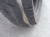 摩耗したリアタイヤ右側3