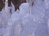 下から伸びる氷柱