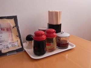 佐野ラーメン匠屋テーブル備えつけの調味料