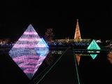 水面に映った光のピラミッド1