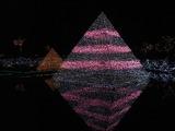 水面に映った光のピラミッド2