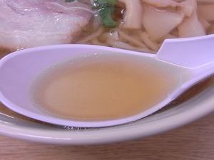 佐野ラーメン 一乃胡のスープすくったところ