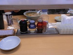 佐野ラーメン らーめん大金 新店舗のテーブル調味料