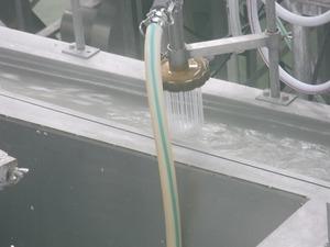 しらたき製造室 シャワー状のしらたき