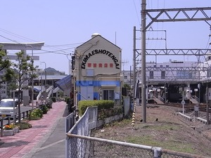 鳥羽駅前商店街サザエストリートの横からの姿