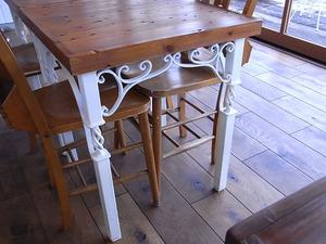 カフェ アンジェ・フレーゼ テーブル