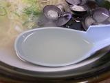 しじみラーメン スープをすくったところ