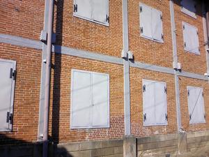 世界遺産 富岡製糸場 レンガ造の東繭倉庫を遠目に見た姿