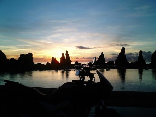 橋杭岩の朝焼け00