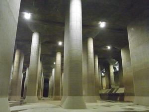 首都圏外郭放水路庄和排水機場 地底探検ミュージアム龍Q館 地下回廊巨大列柱2
