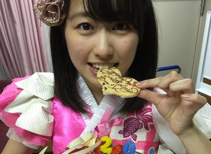 顔の肌がきれいな佐々木彩夏さん