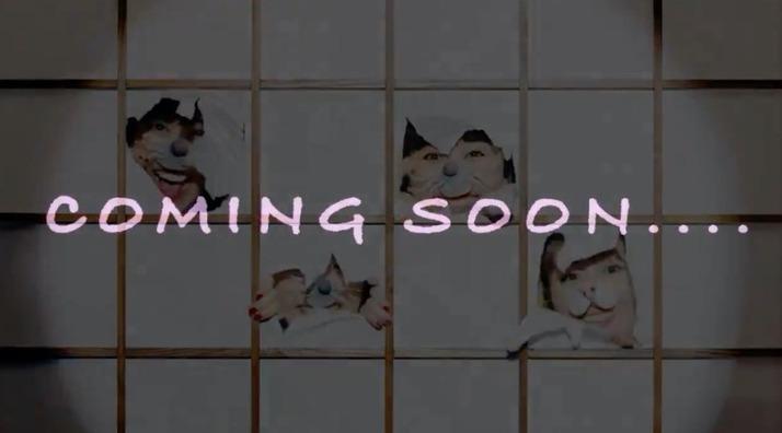 """「MVもうすぐか〜」「また変なもの作ってるな」「可愛いの確定」ももクロ『ニッポン笑顔百景』MusicVideo """"COMING SOON"""" 動画公開!"""