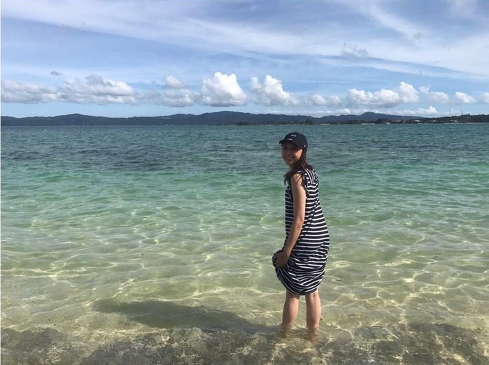 【エンタメ画像】しおりん『青い空★白い雲★青い海♡ 行ってきちゃった♥どこでしょう』インスタ更新に☆「外国?」「沖縄の海だったら嬉しい」「赤尾木に一票★」