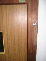 アパートの扉
