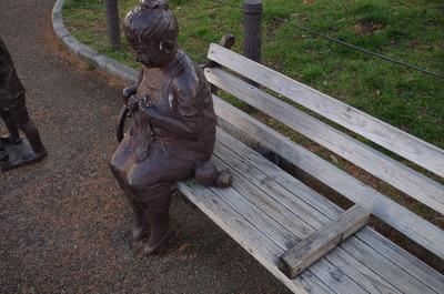 おばあちゃんの銅像