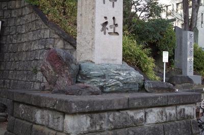 品川神社門柱2
