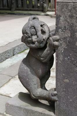 岩木山神社の狛犬(玉垣右側)