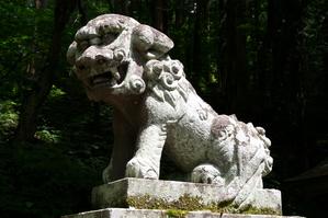 戸隠神社宝光社の狛犬