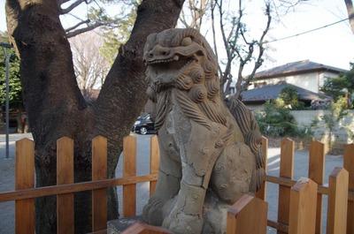 御嶽神社(参道狛犬右)