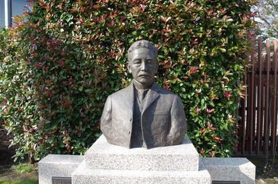 夏目漱石胸像