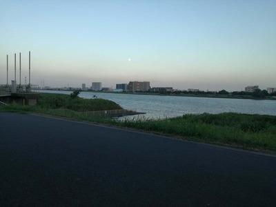 夕暮れの多摩川