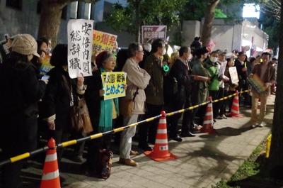 デモの列後方