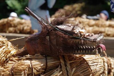 縄に付けられた竜の頭