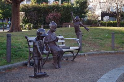 三人の銅像