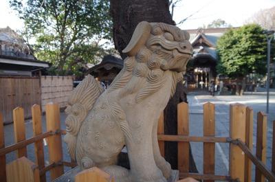 御嶽神社(参道狛犬左)