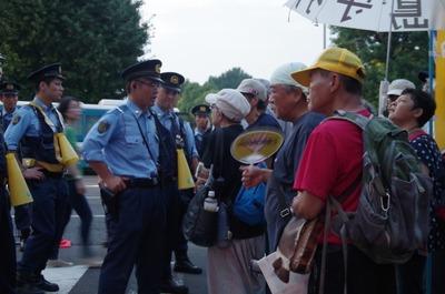 警察と脱原発運動の人