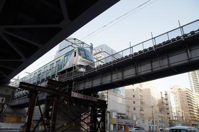 大崎広小路駅に入る池上線