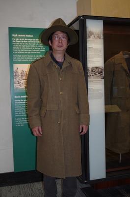 オークランド博物館で闘志いだきて立つ