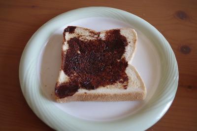 ベジマイトを塗ったパン