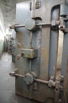 御用防空壕の扉