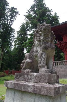 岩木山神社の狛犬(昭和15年製左)