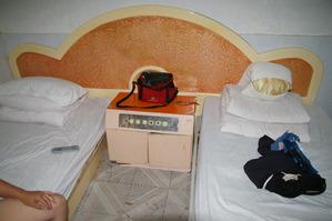 適新大酒店のベッド