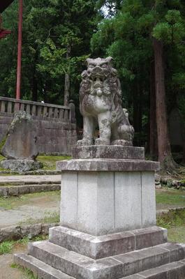 岩木山神社の狛犬(昭和15年製右)