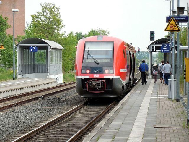 train-781501_640