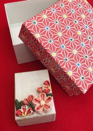 桜の小箱、つまみ細工で作る春小物