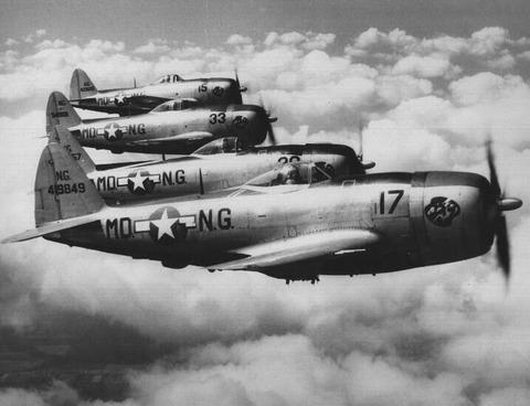 戦争中の不思議な怖い話「上空からの銃撃が日常」