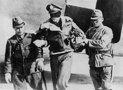 【閲覧注意】戦争中の不思議な怖い話「陸軍と海軍の高級将校達の酒盛り」