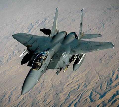 戦争中の不思議な怖い話「戦闘機を破壊したマンホール」