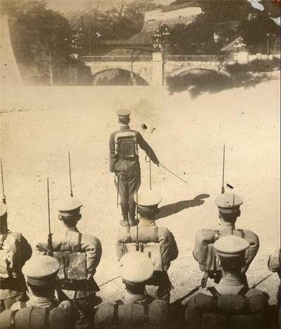 【閲覧注意】戦争中の不思議な怖い話「昭和天皇崩御で万歳三唱の謎」